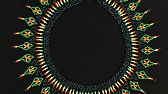 baklava-modeli-kolye-yapilisi
