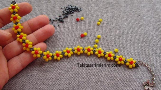 yeni-kristal-boncuklu-papatya-bileklik-modeli-yapimi